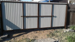 Металлические ворота на дачный участок