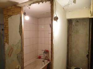 Демонтаж стен керамической плитки