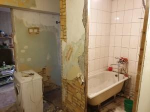 Демонтаж стены в ванной